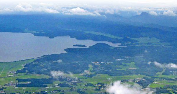翁島岩なだれ遠景写真
